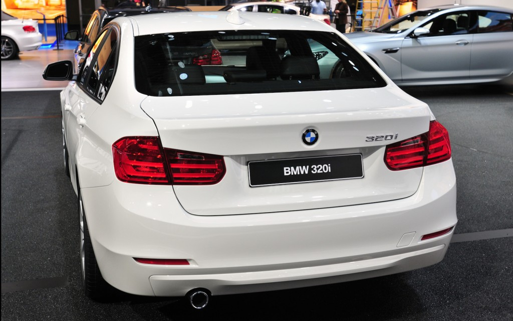 2013-BMW-320i-sedan-rear-view-1024x640